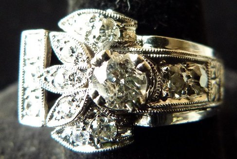 ART DECO 14KT. WHITE GOLD DIAMOND RING W/APPROX. 1 CT.