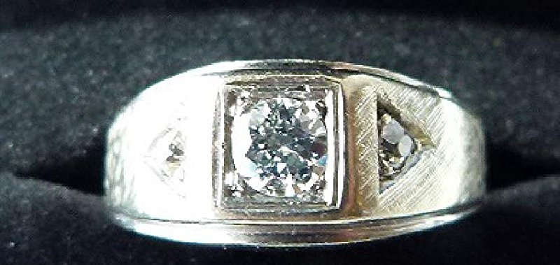 ART DECO MENS RING, 18KT WHITE GOLD/DIAMONDS, C. 1940