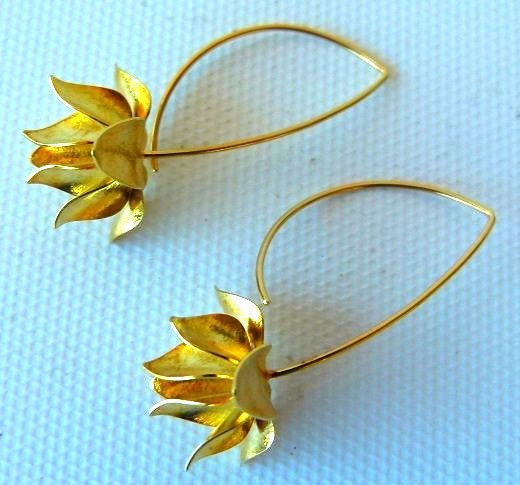 PAIR MODERN 18KT YELLOW GOLD FLORAL EARRINGS