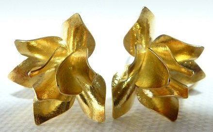 PAIR MODERN 18KT YELLOW GOLD FLORAL EARRINGS - 2