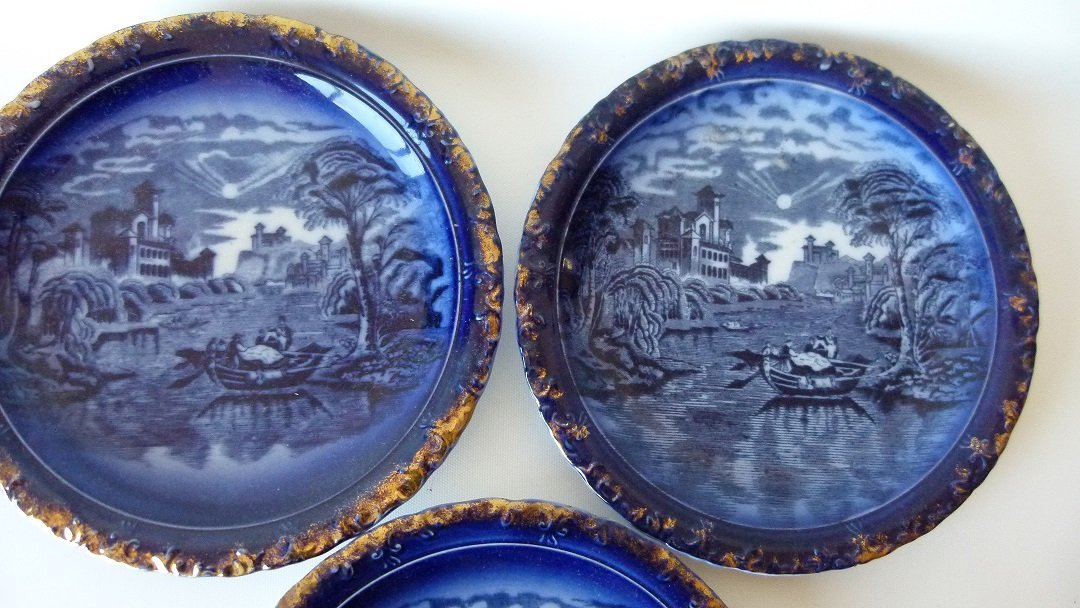 LOT (5) ASSORTED PATTERN FLOW BLUE SHOW PLATES, 19TH C. - 5