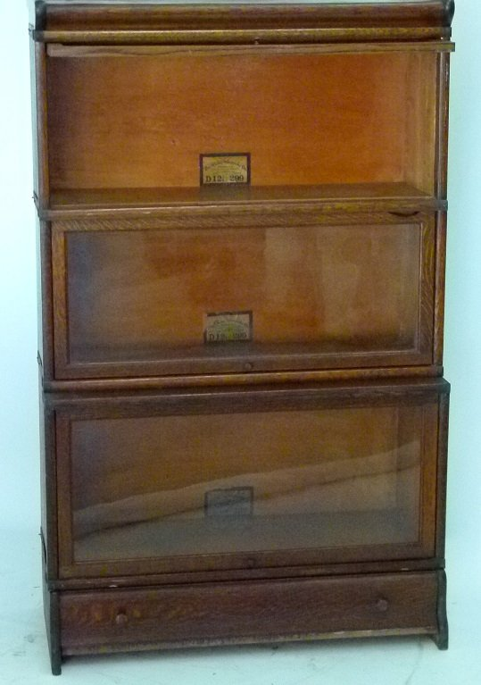 GLOBE-WERNIEKE OAK 3 STACK LAWYERS BOOKCASE, C. 1920 - 6