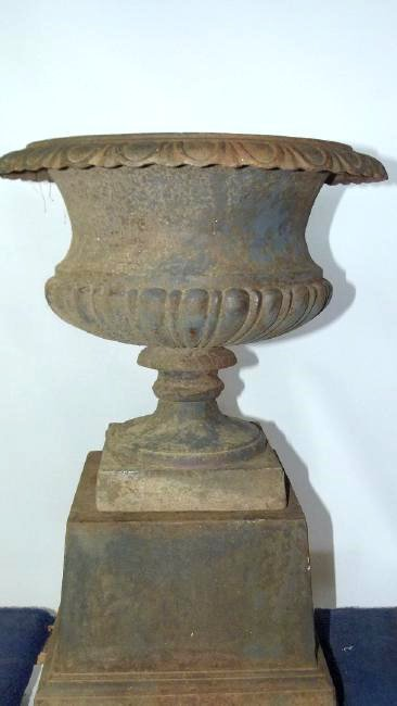 VICTORIAN CAST IRON URN ON STAND, 19TH C. - 3