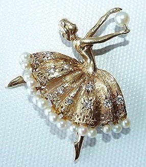 DECO 14KT YELLOW GOLD BALLERINA W/ PEARLS PIN, C. 1940