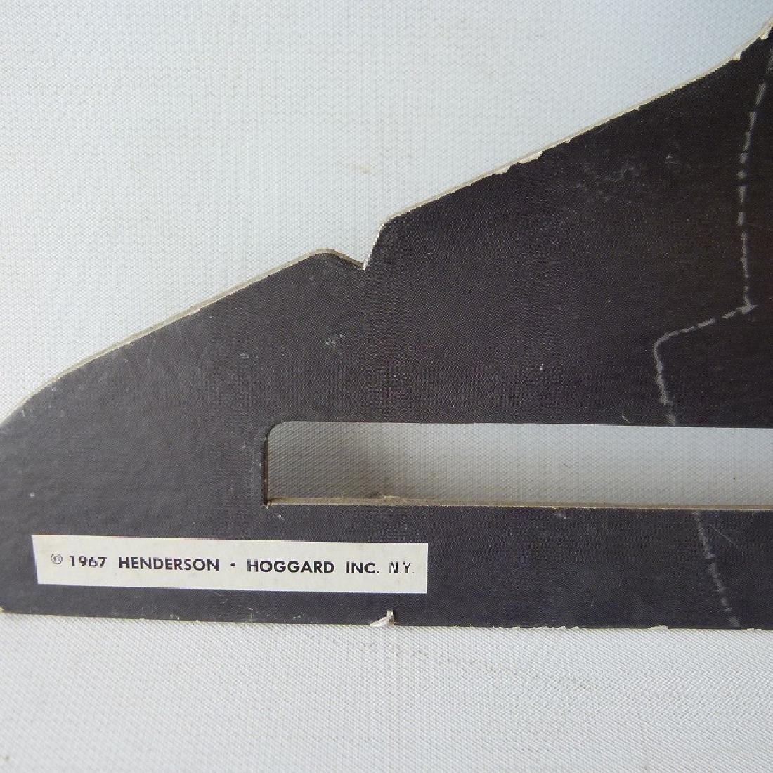 LOT (8)  POP-ART CLOTHES HANGERS, C. 1967 - 3