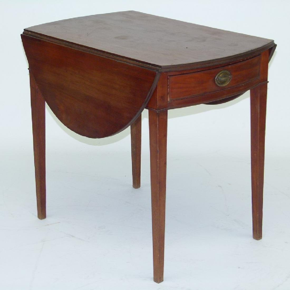 FORMAL HEPPLEWHITE MAHOGANY PEMBROKE TABLE
