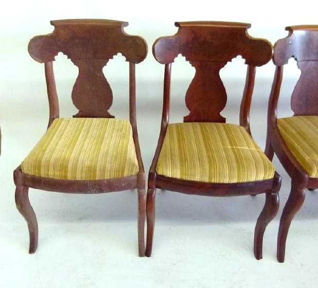 SET (4) CARVED MAHOGANY DINING ROOM CHAIRS - 4