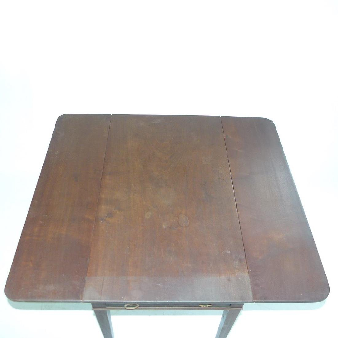 HEPPLEWHITE MAHOGANY PEMBROKE TABLE - 8