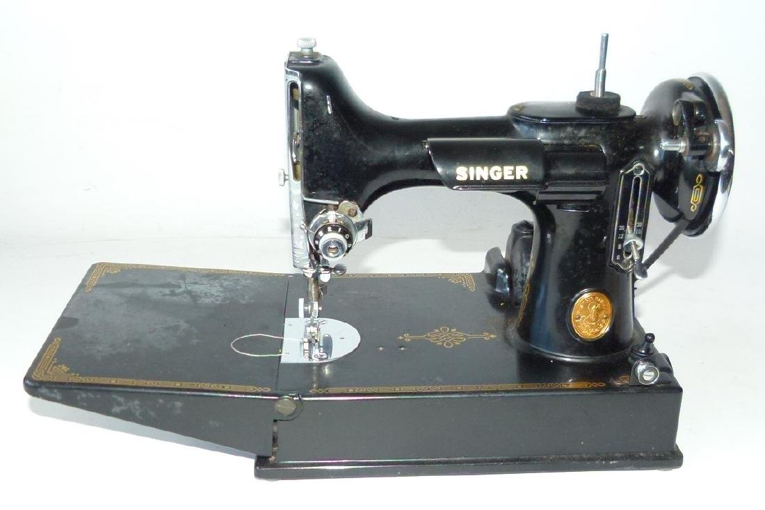SINGER FEATHER LIGHT SEWING MACHINE