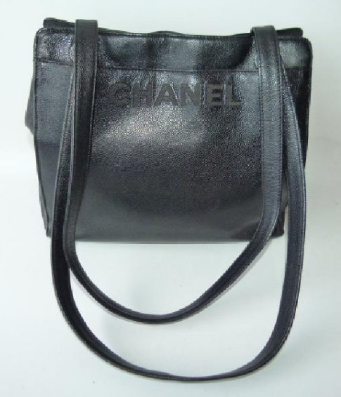 CHANEL BLACK LEATHER PURSE, 1980'S