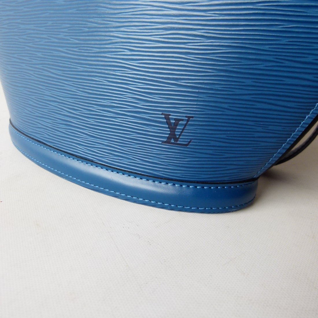 LOUIS VUITTON ST. JACQUES BLUE PURSE - 9