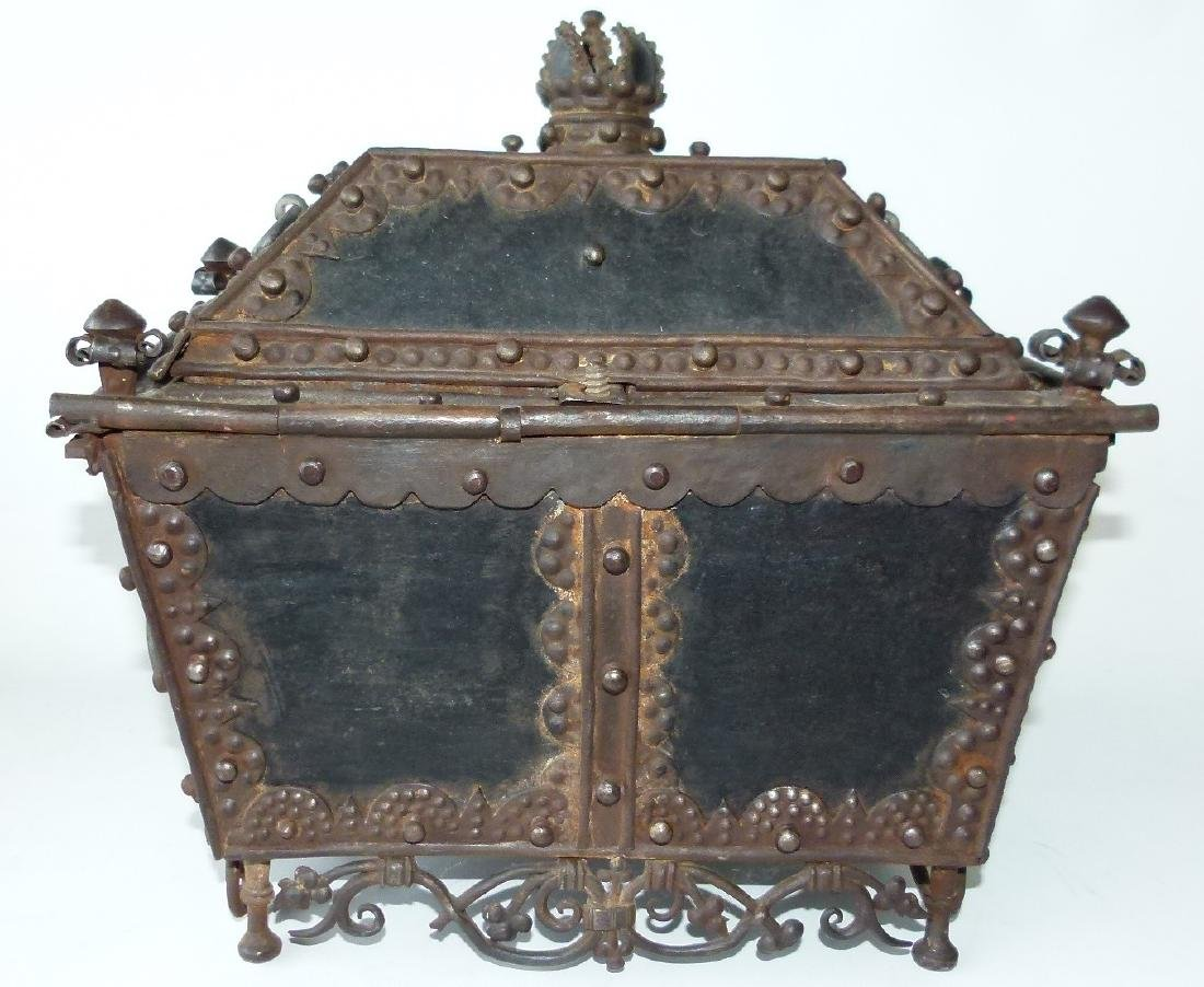 CONTINENTAL FORGED IRON STRONG BOX, 16/17TH C. - 3
