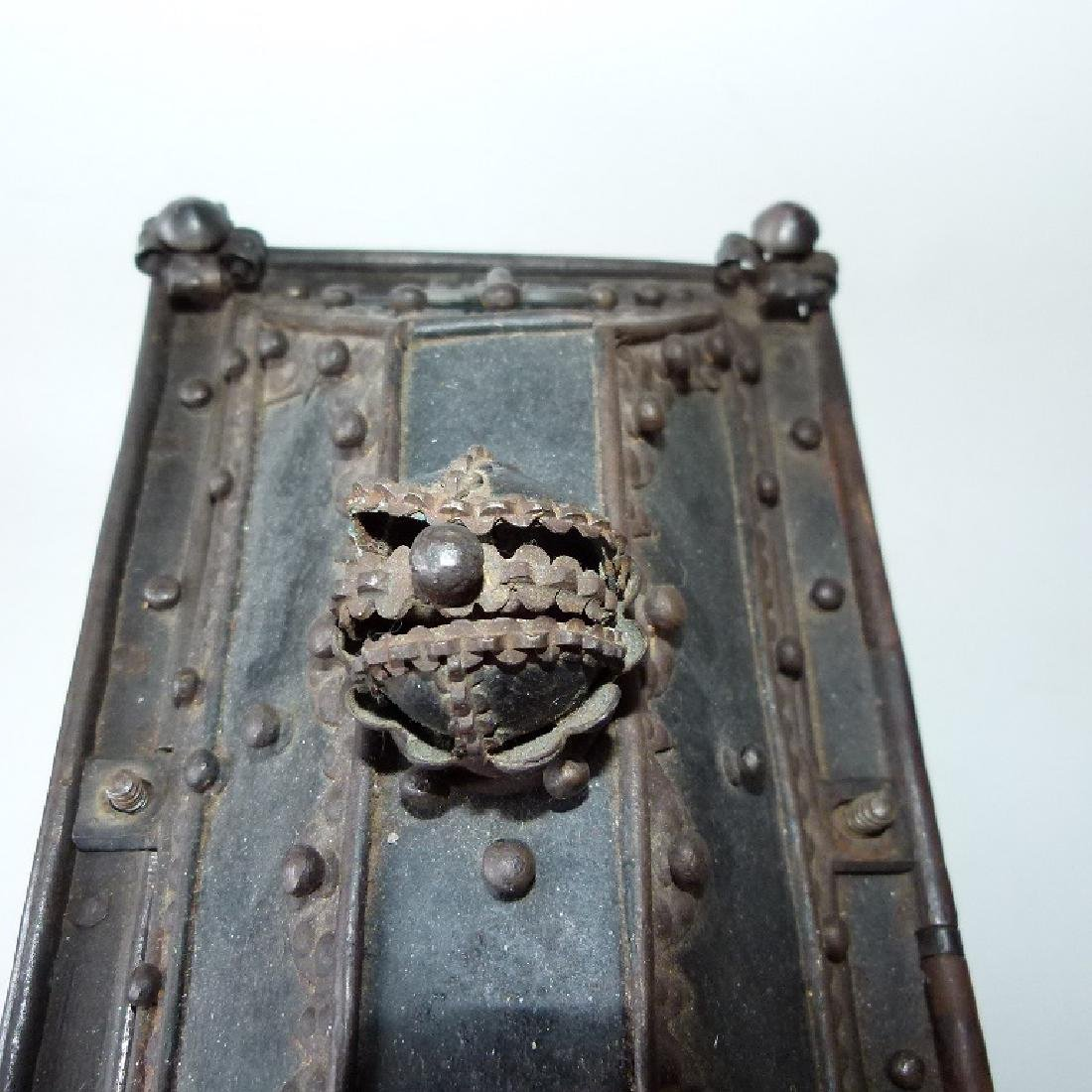 CONTINENTAL FORGED IRON STRONG BOX, 16/17TH C. - 5