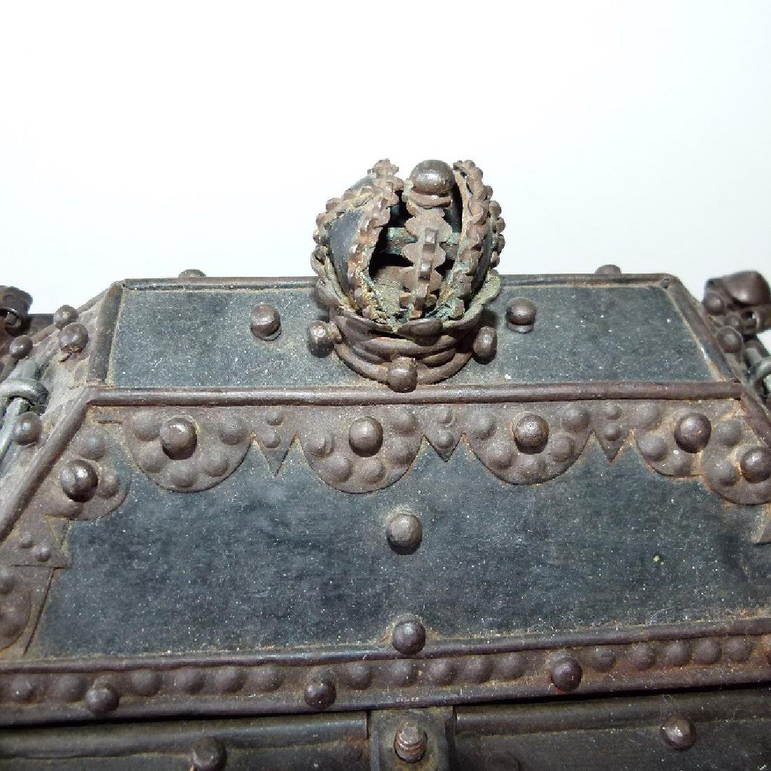 CONTINENTAL FORGED IRON STRONG BOX, 16/17TH C. - 6