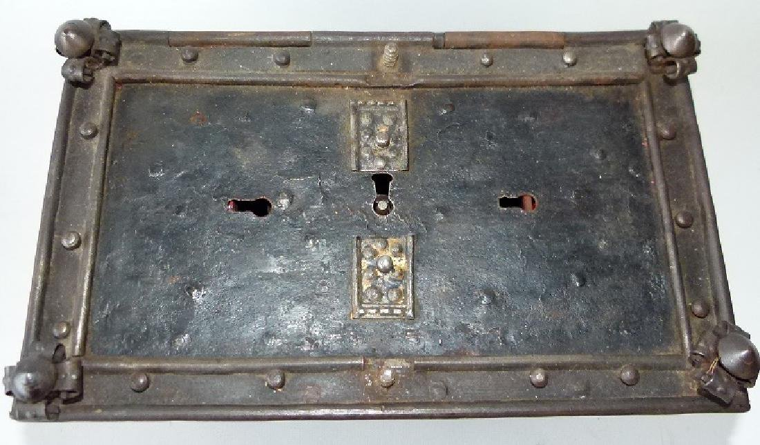 CONTINENTAL FORGED IRON STRONG BOX, 16/17TH C. - 7
