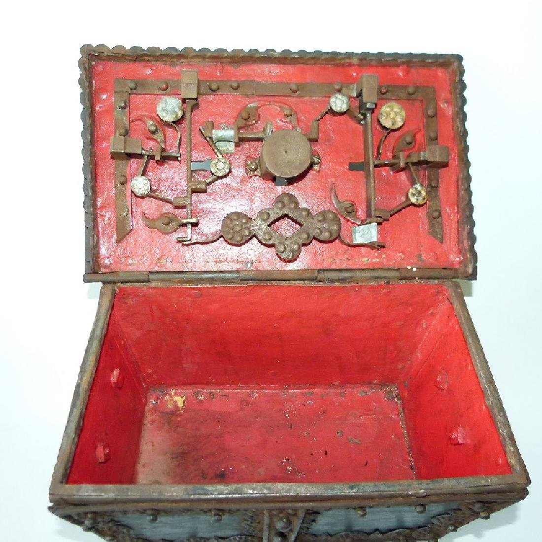 CONTINENTAL FORGED IRON STRONG BOX, 16/17TH C. - 8