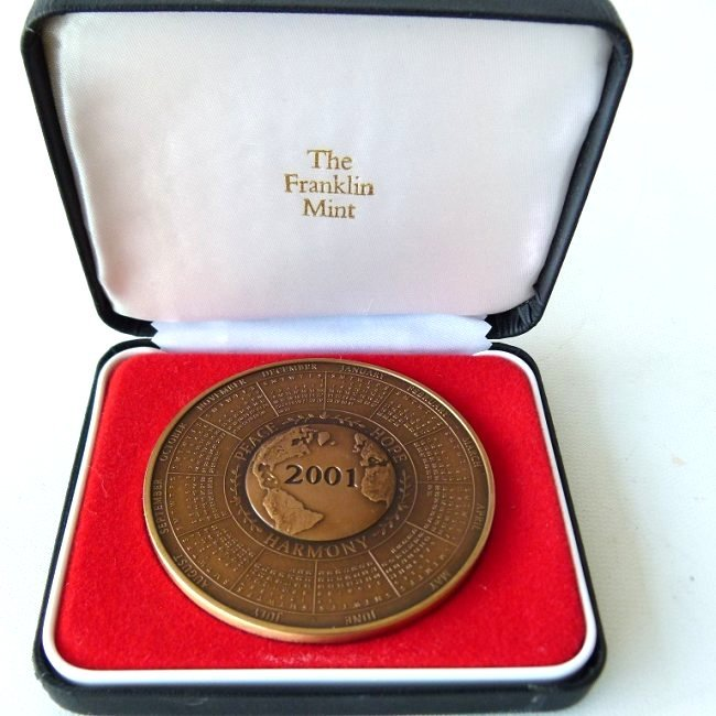 2 BRONZE MEDALLIONS INCL. FRENCH/US FRANKLIN MINT - 2