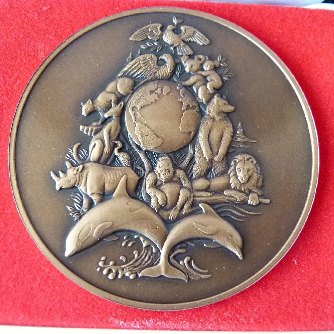 2 BRONZE MEDALLIONS INCL. FRENCH/US FRANKLIN MINT - 4