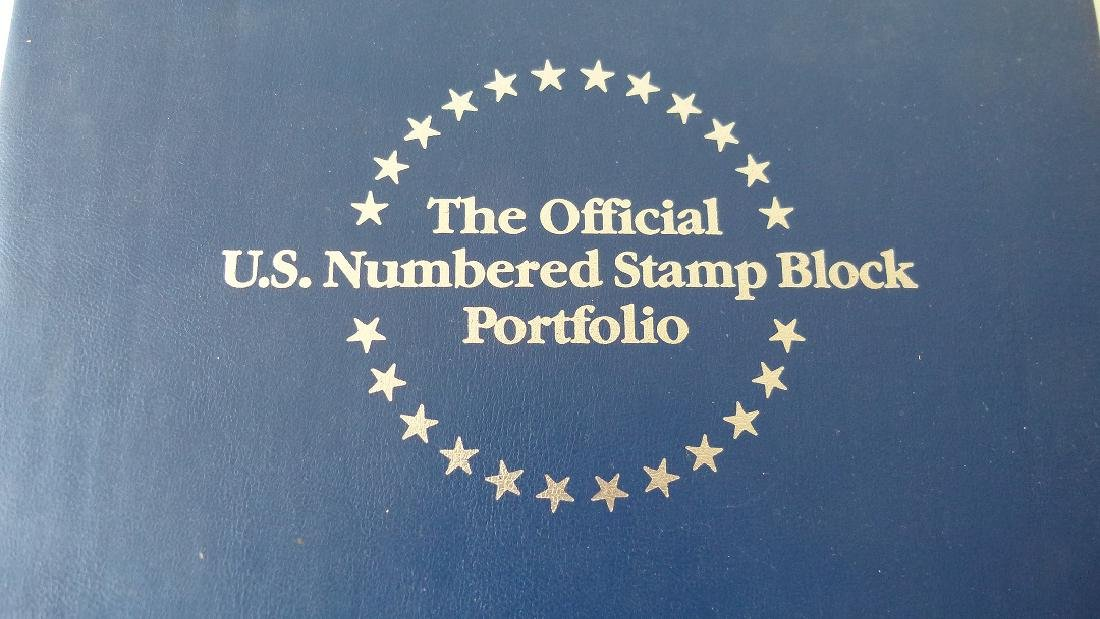 2 US STAMP ALBUMS INCL. US NUMBERED STAMP BLOCK