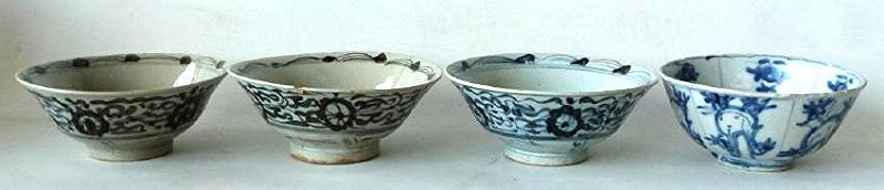 4 CHINESE MING DYNASTY SWATOW BLUE/WHITE BOWLS