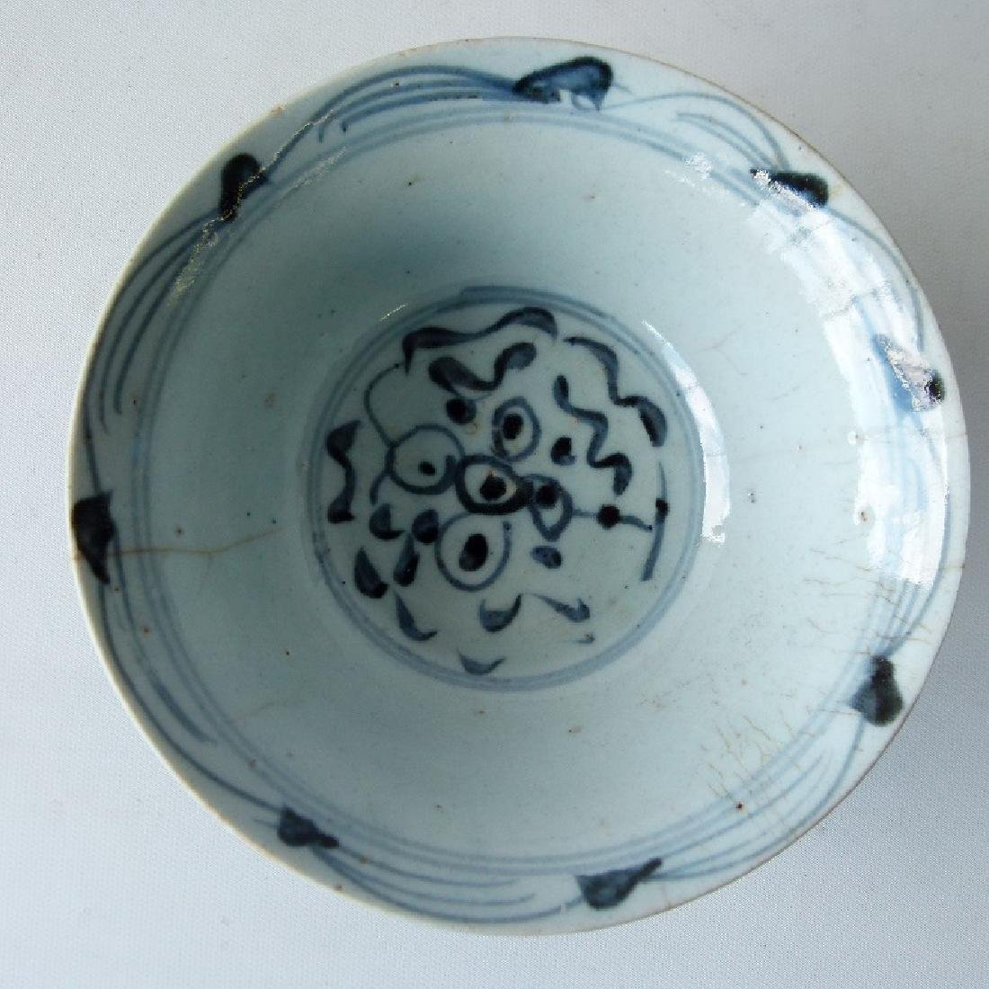 4 CHINESE MING DYNASTY SWATOW BLUE/WHITE BOWLS - 5