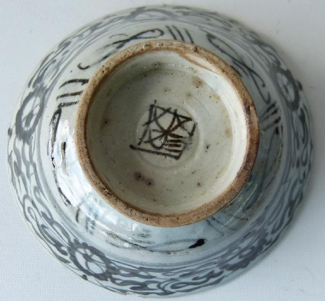 4 CHINESE MING DYNASTY SWATOW BLUE/WHITE BOWLS - 8