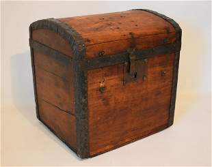 COUNTRY PINE HALF TRUNK, 19TH C.