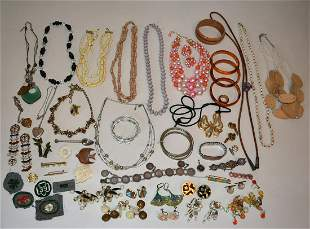BOX LOT ASSORTED COSTUME JEWELRY, C. 1970/80