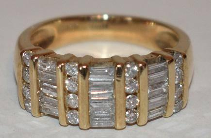 CONT. MODERN 14KT YW GOLD BAGUETTE DIAMOND WEDDING BAND