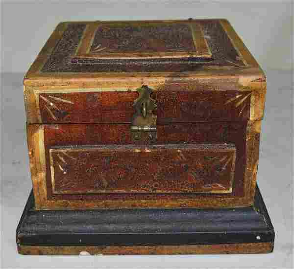 FOLK ART CARVED/PAINTED DITY BOX, 19TH C.
