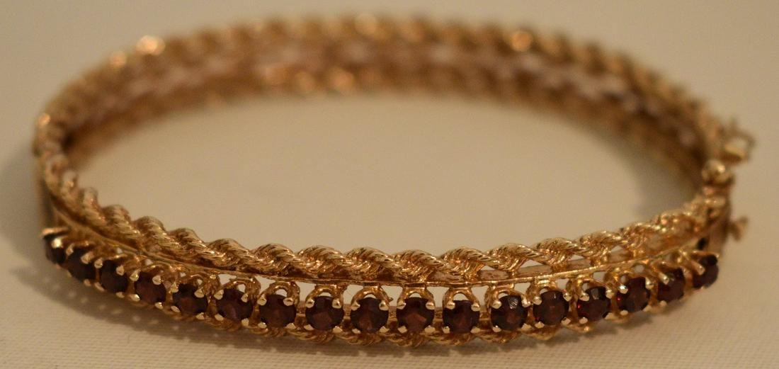 DECO 14KT YELLOW GOLD/GARNET BANGLE BRACELET, C. 1950