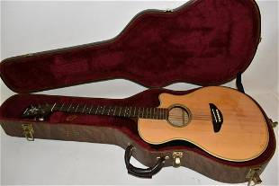 YAMAHA APX-4 ACOUSTIC/ELECTRIC GUITAR W/HARD SHELL CASE