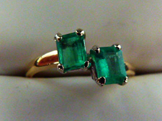 DECO 14KT YELLOW GOLD/EMERALD RING W/ 2 EMERALDS