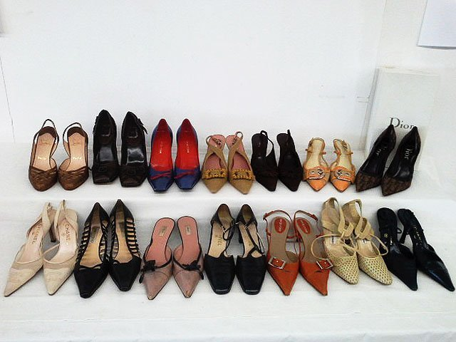 14 PR VINTAGE DESIGNER SHOES INCL. CHANEL, CHOO, ROSSI,