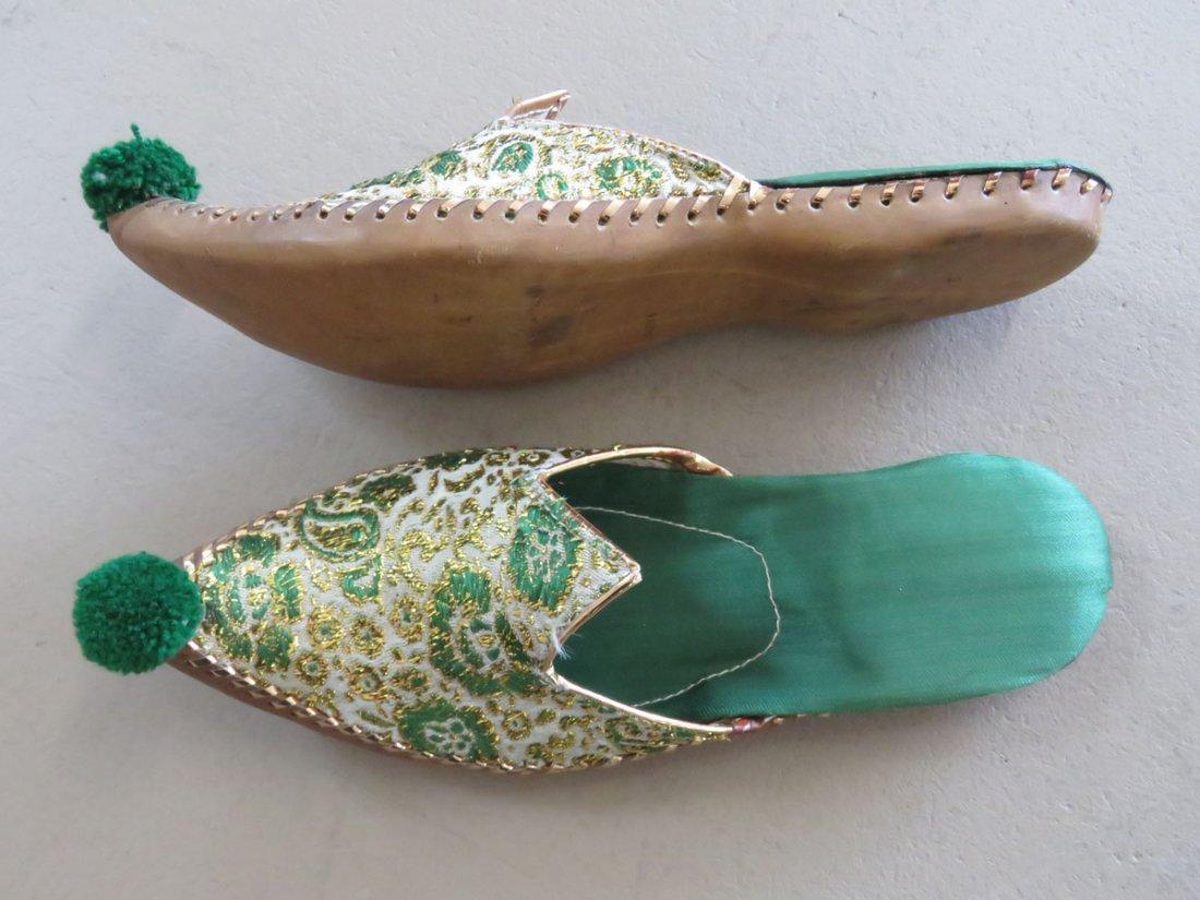 PR INDIAN KHUSSA SLIPPERS W/GOLD/SILK THREAD MUSEUM - 3