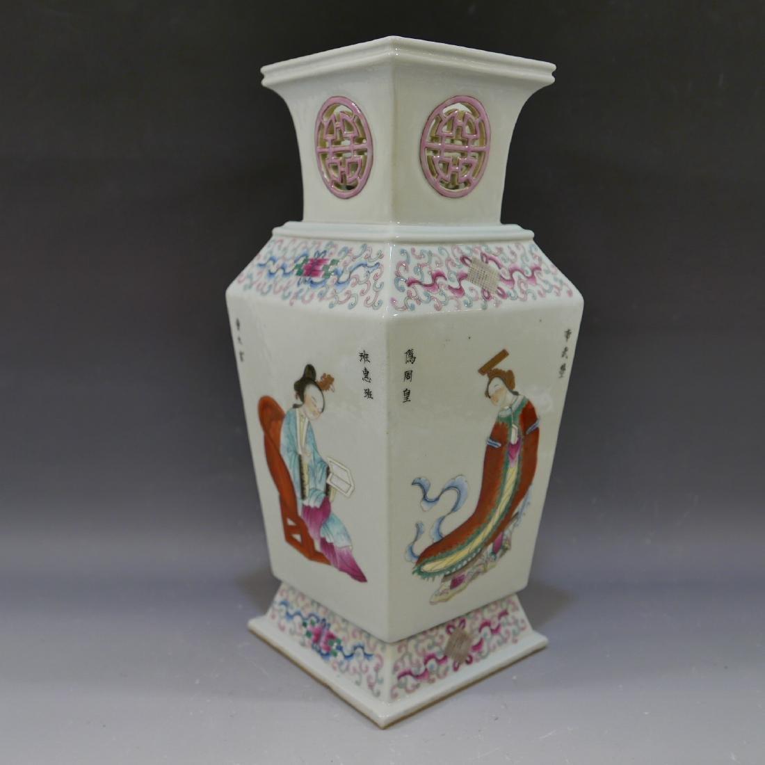 ANTIQUE CHINESE FAMILLE ROSE PORCELAIN VASE - 19TH