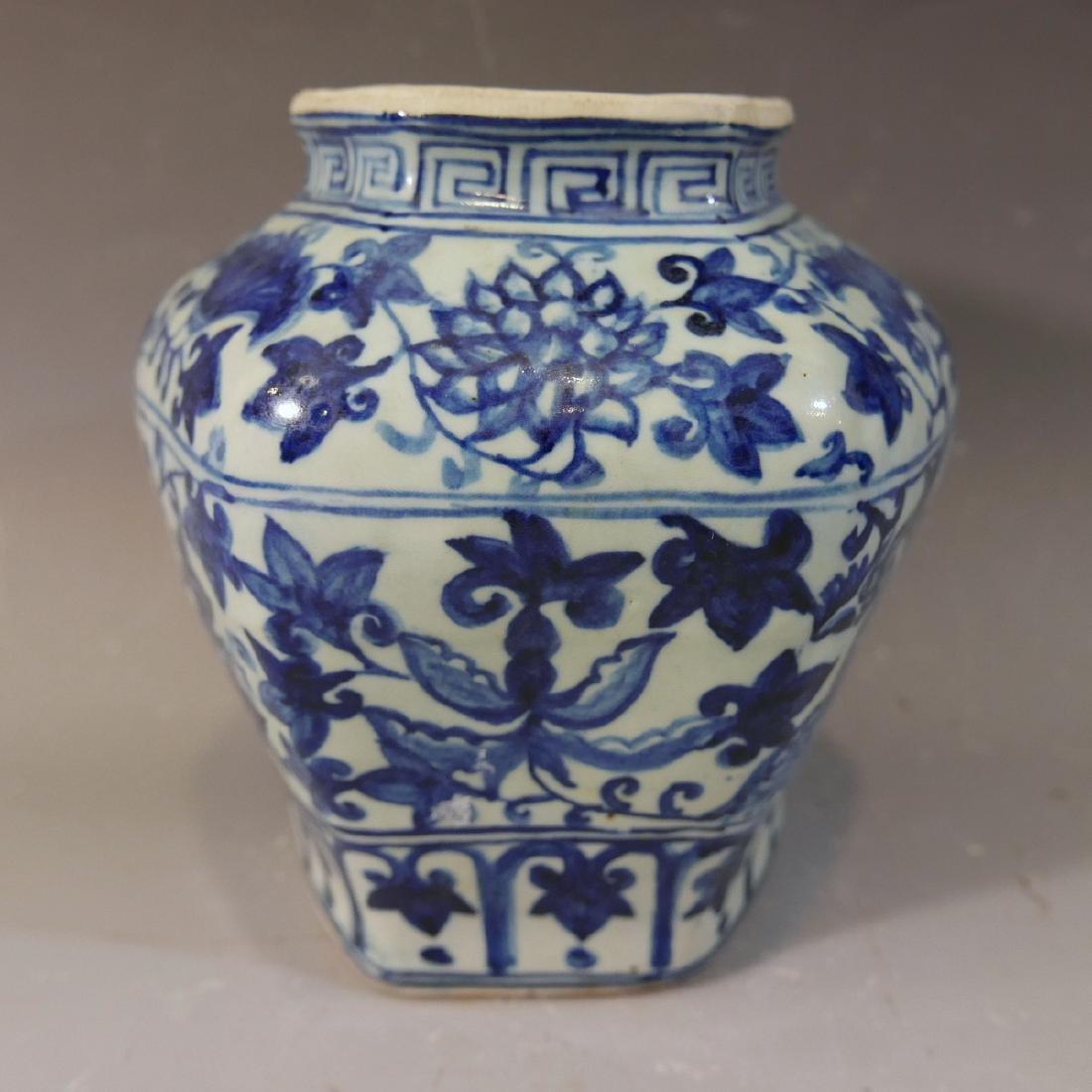 ANTIQUE CHIENSE BLUE WHITE PORCELAIN JAR - MING DYNASTY