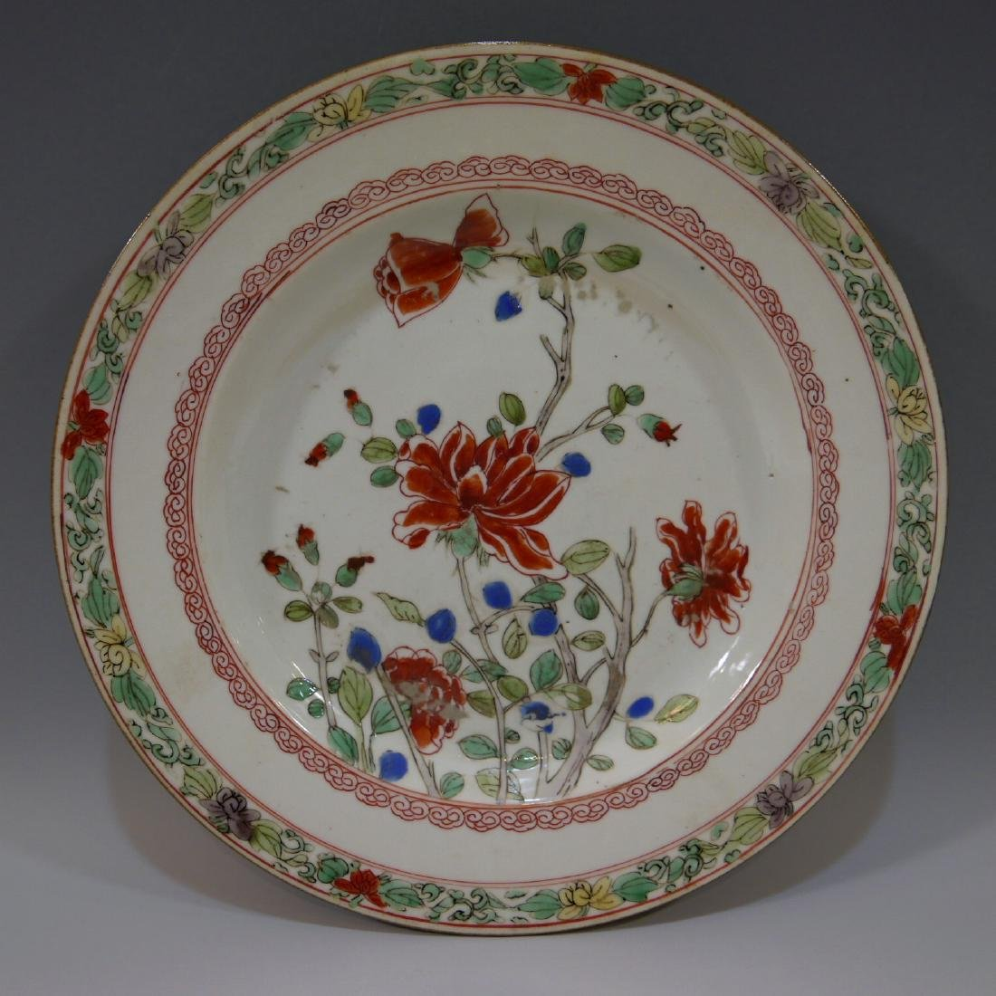 CHINESE ANTIQUE FAMILLE ROSE PORCELAIN PLATE - 17TH