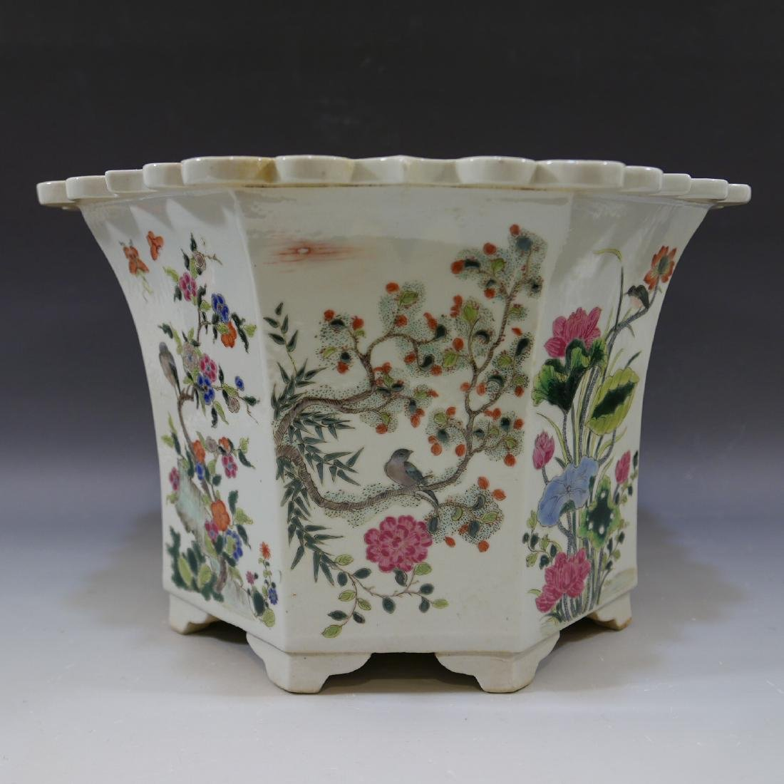 ANTIQUE CHINESE FAMILLE ROSE PORCELAIN JARDINIERE. 19TH