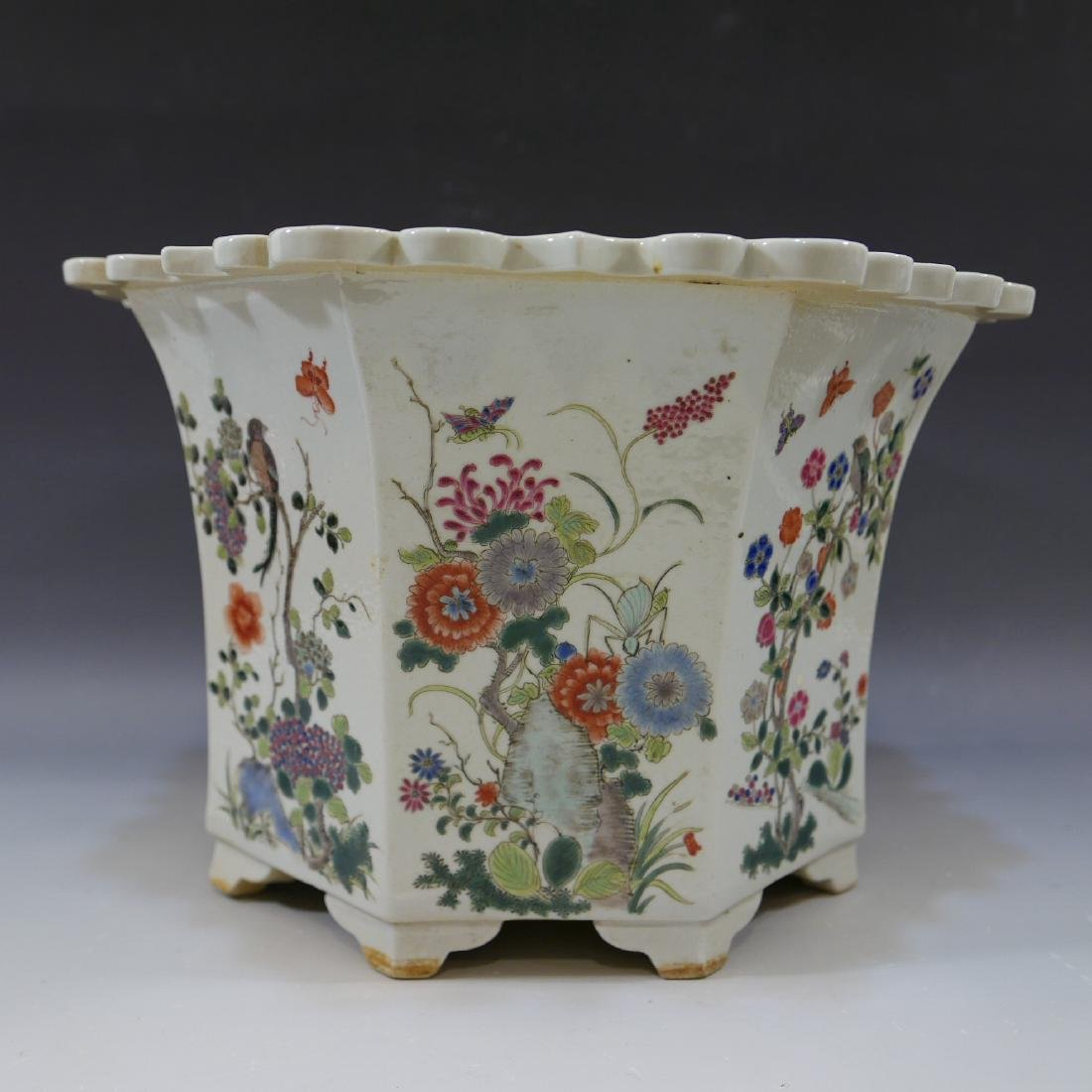 ANTIQUE CHINESE FAMILLE ROSE PORCELAIN JARDINIERE. 19TH - 2