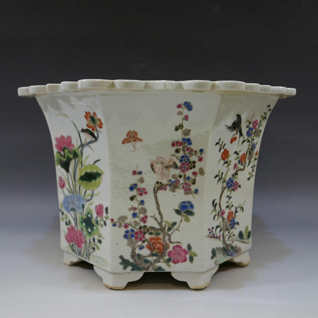 ANTIQUE CHINESE FAMILLE ROSE PORCELAIN JARDINIERE. 19TH - 3