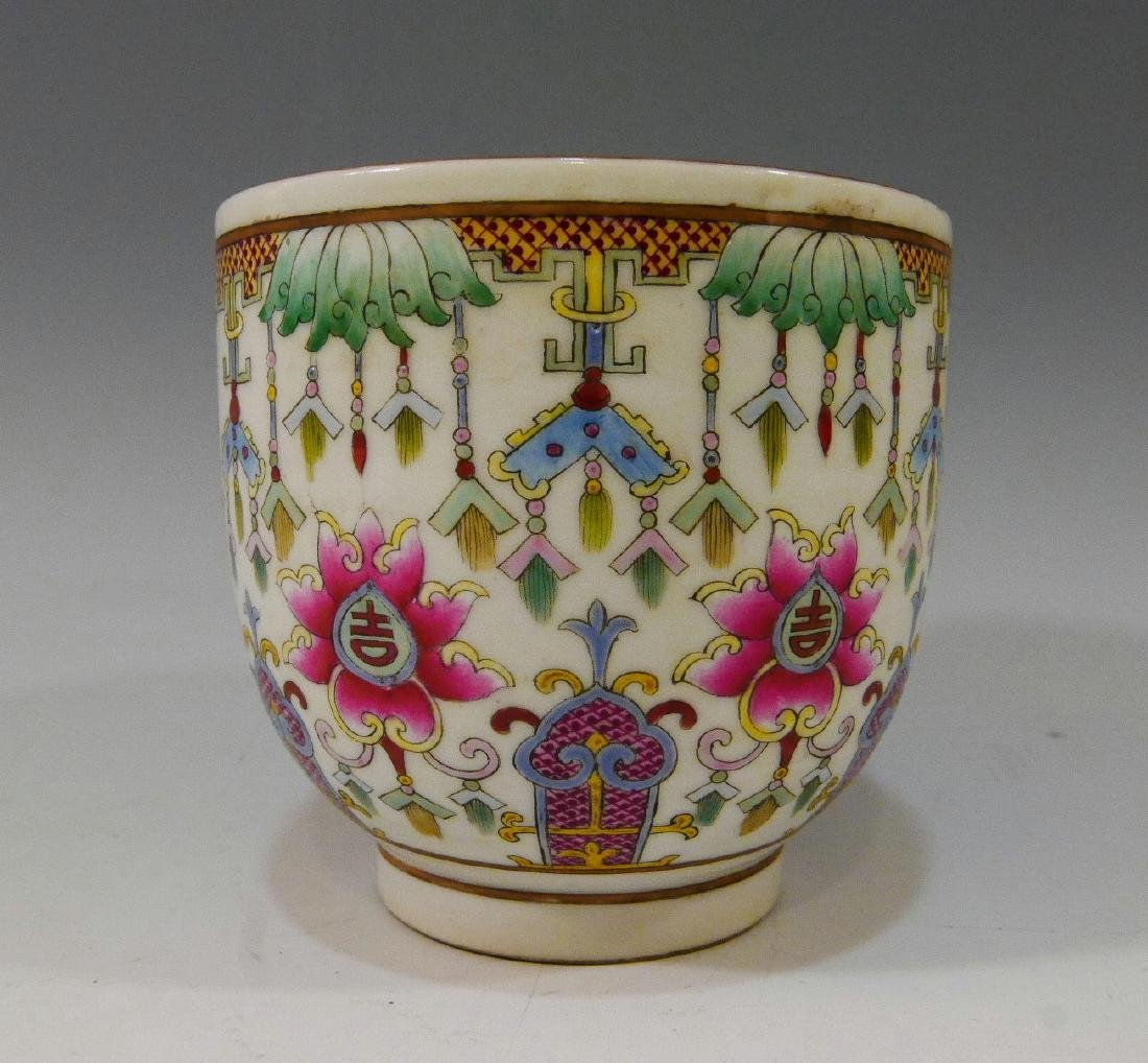 CHINESE ANTIQUE IMPERIAL FAMILLE ROSE PORCELAIN CUP -