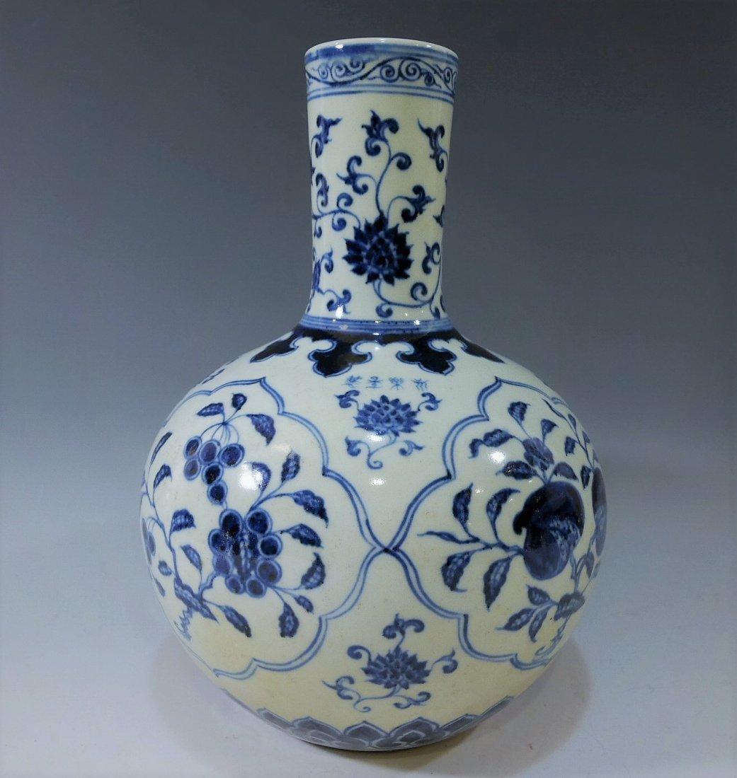 CHINESE ANTIQUE BLUE WHITE PORCELAIN BOTTLE VASE -