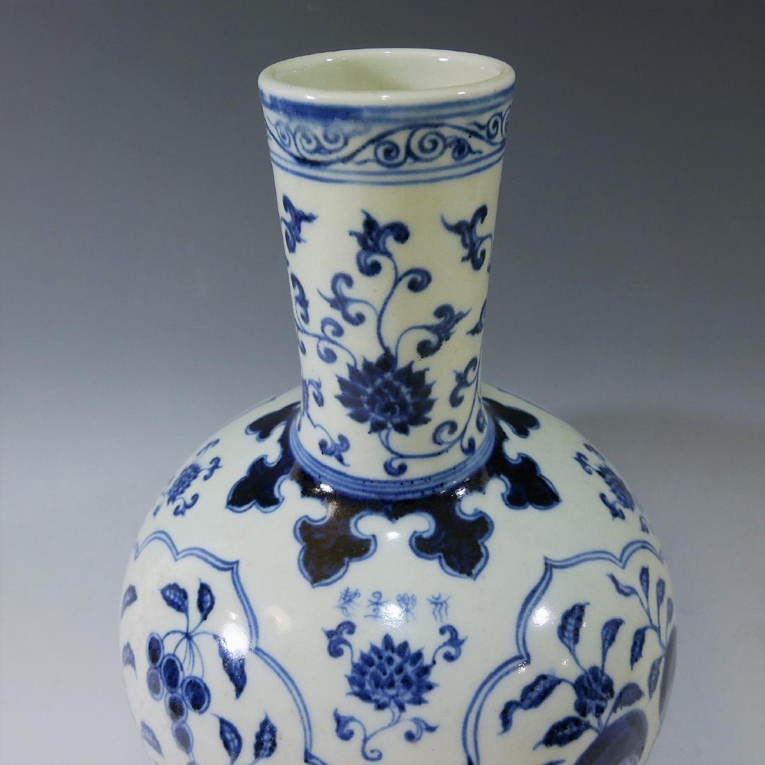 CHINESE ANTIQUE BLUE WHITE PORCELAIN BOTTLE VASE - - 2