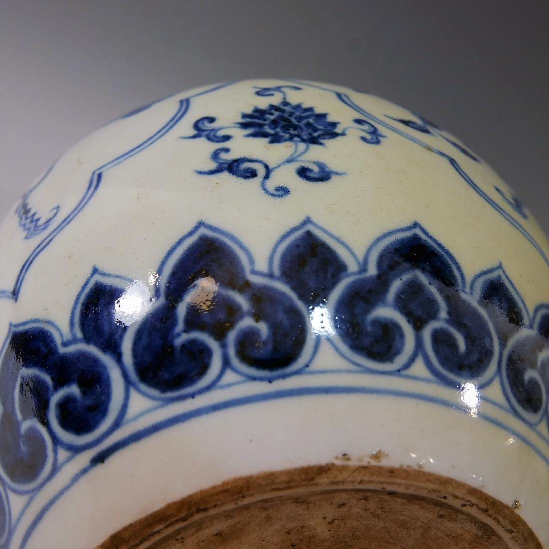 CHINESE ANTIQUE BLUE WHITE PORCELAIN BOTTLE VASE - - 4