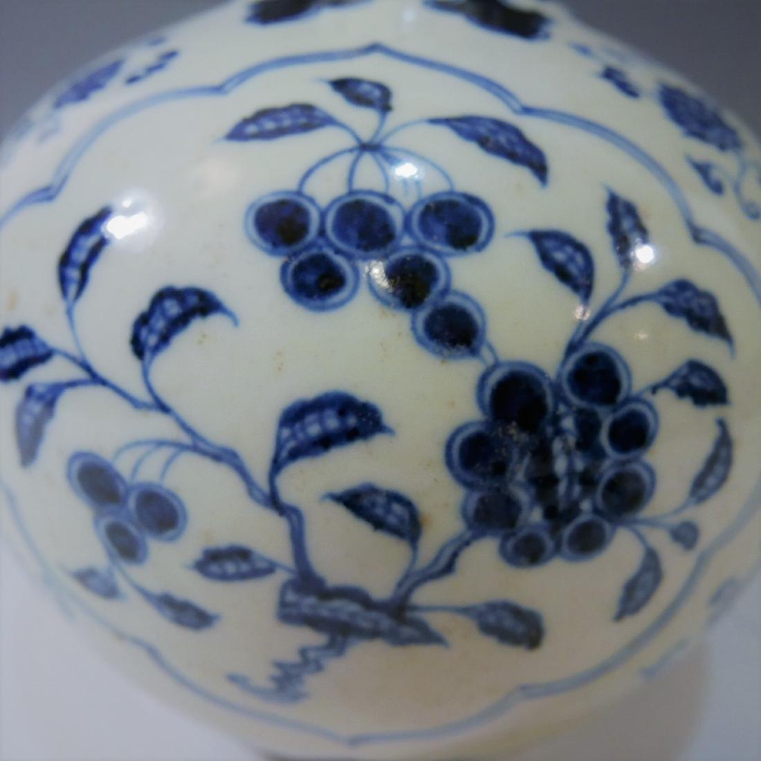 CHINESE ANTIQUE BLUE WHITE PORCELAIN BOTTLE VASE - - 8