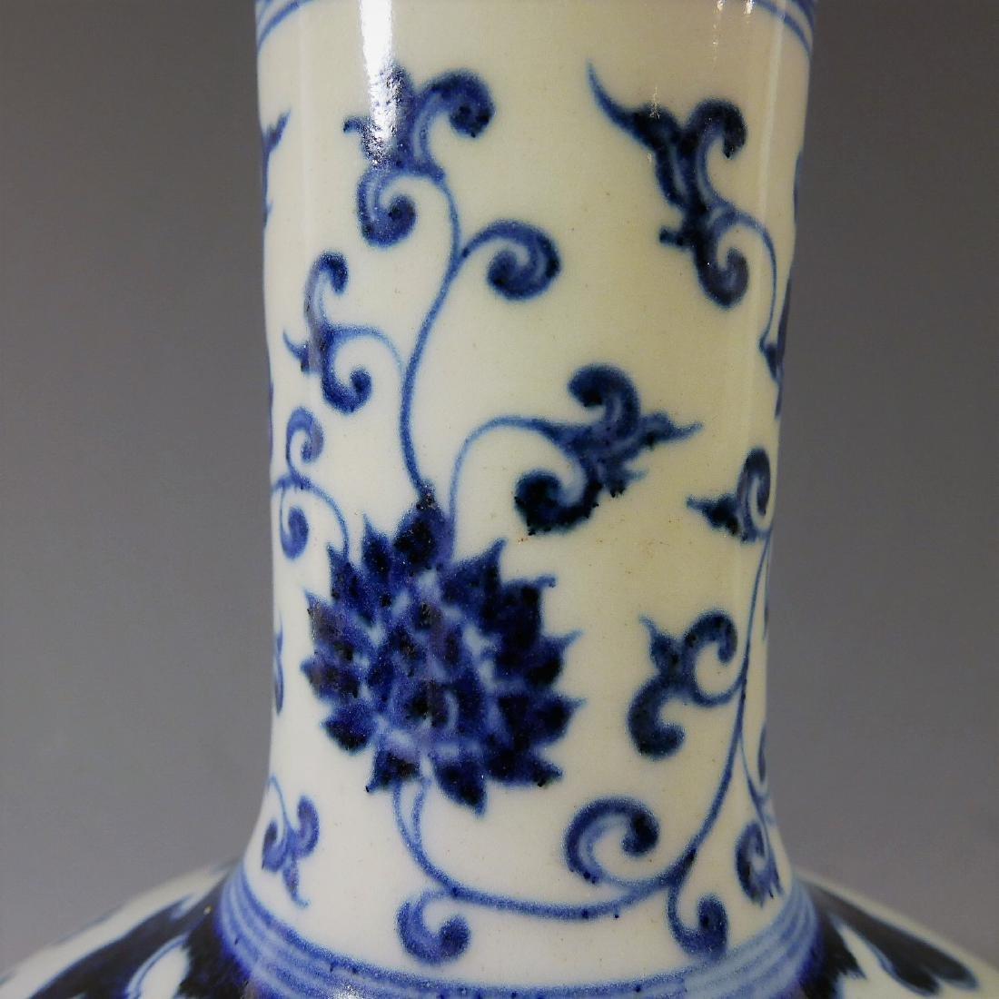 CHINESE ANTIQUE BLUE WHITE PORCELAIN BOTTLE VASE - - 9
