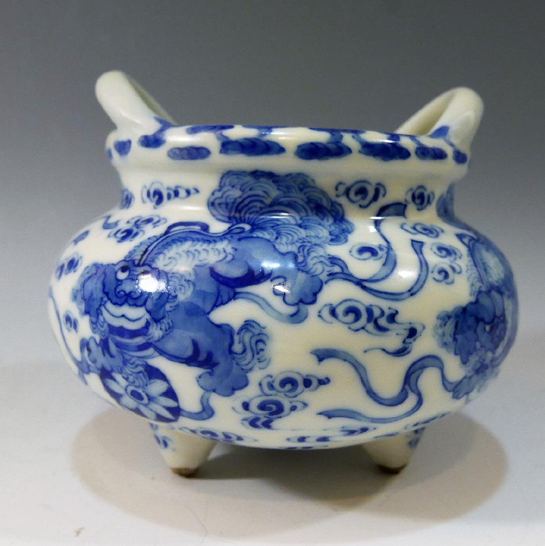 CHINESE ANTIQUE BLUE WHITE TRIPOD CENSER - YONGZHENG - 2