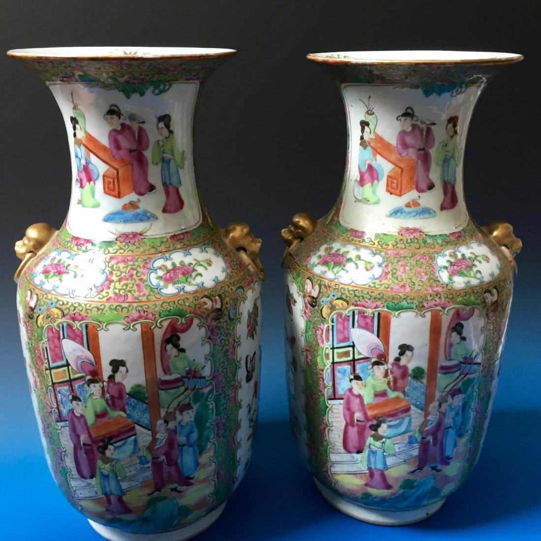 A PAIR CHINESE ANTIQUE FAMILLE ROSE PORCELAIN VASES,