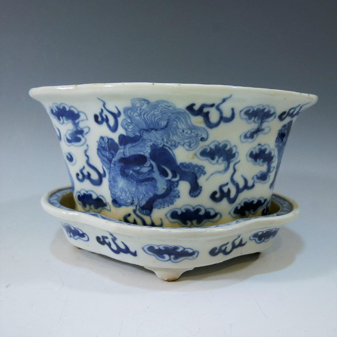 CHINESE ANTIQUE BLUE WHITE JARDINIERE - QING DYNASTY